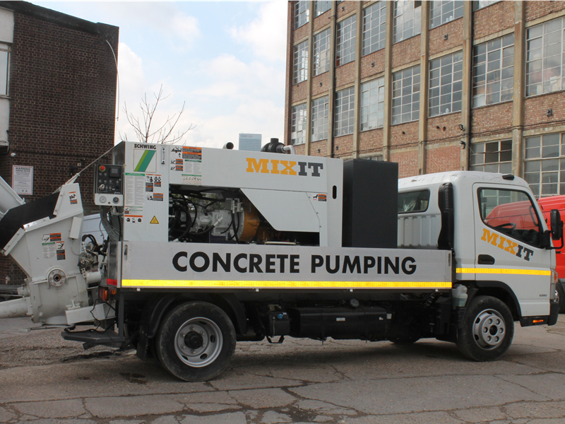 Concrete pumping truck that is available for hiring